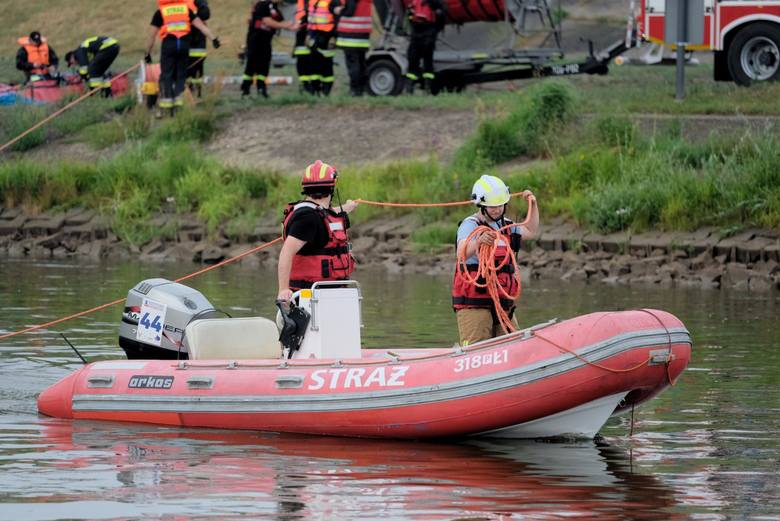 W nocy z poniedziałku na wtorek z rzeki w centrum Poznania wyciągnięto zwłoki mężczyzny.