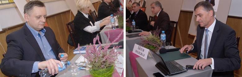 Piotr Jedliński i Artur Wezgraj podczas debaty I LO im. Dubois.