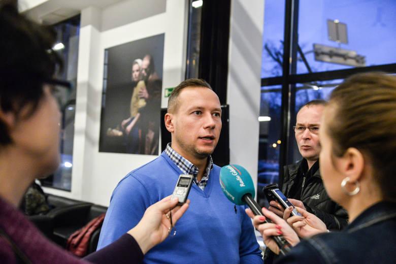 Spotkanie w Operze Bałtyckiej. W rozmowach z marszałkiem Strukiem udział wzięli związkowcy oraz pracownicy niezrzeszeni