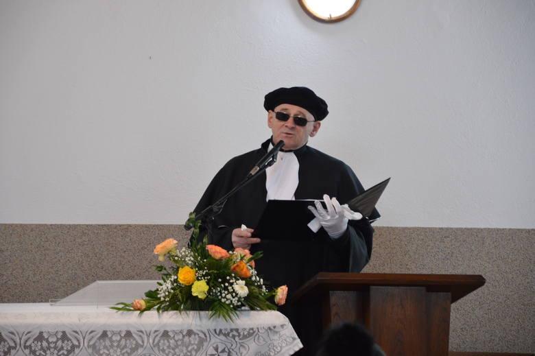Marek Świercz chciał mieć świecki pogrzeb. Ciepłymi wspomnieniami o nim podzieliła się rodzina, przyjaciele i współpracownicy. Gdy urna z prochami była