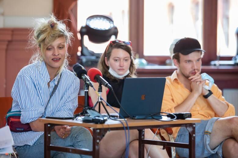 """W auli I Liceum Ogólnokształcącego zapowiedziano najnowszą premierę Teatru Polskiego """"Ach, jeżeli przyjdę dać, tak okrutne, moje ostatnie pożegnanie"""""""