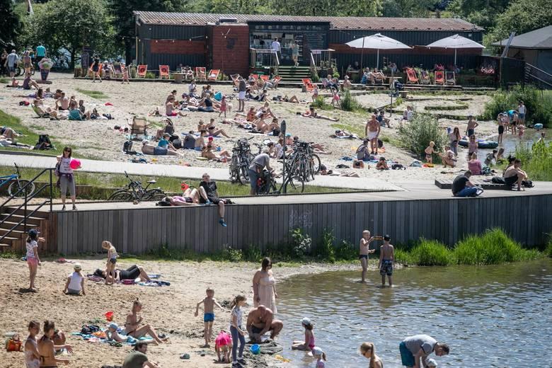 Plaża i kąpielisko Bagry Wielkie - 5 km od centrum KrakowaWstęp na plażę i kąpielisko strzeżone w okresie wakacyjnym bezpłatny. Czynna jest część główna