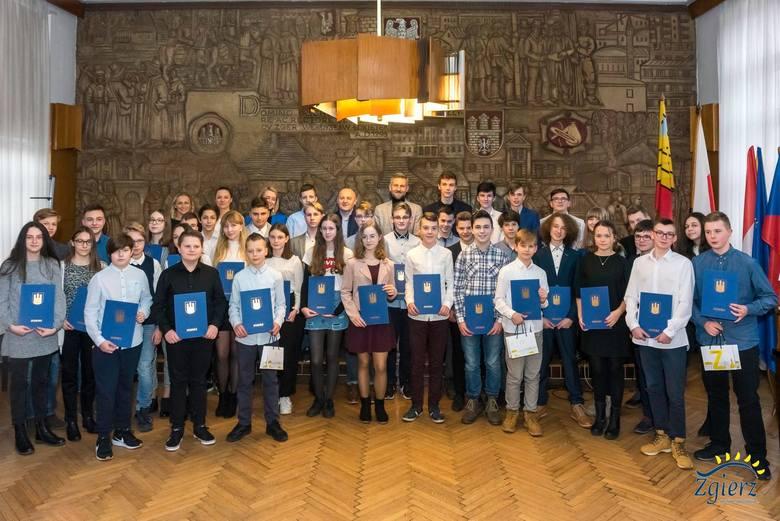 Brenntag Polska Sp. z o.o. nagrodziła kolejnych 41 wybitnych uczniów ze Zgierza