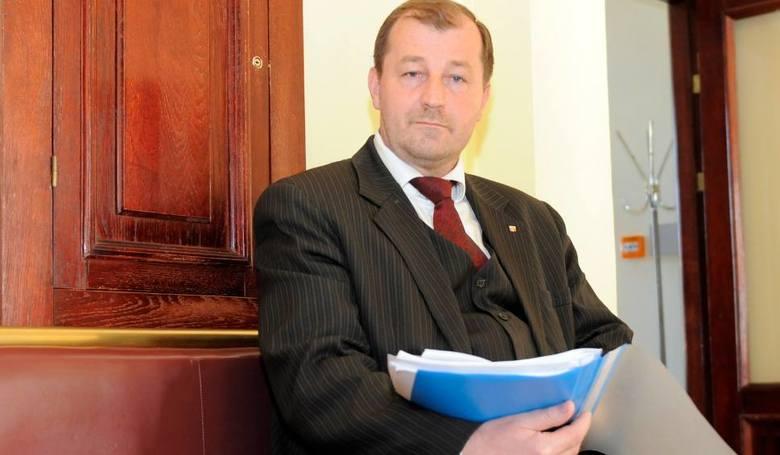 Dzakanowski Bogdan; dieta radnego 1 324,87 złotych miesięcznie, ZUS 2064,77 złotych, działalnosć 25894,08 złotych.