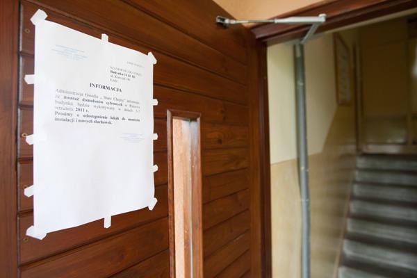Na drzwiach do III klatki pojawiła się informacja, że nowe domofony będą montowane od 5 do 7 września. Do wczoraj nic się tam jednak nie działo. Prace mają ruszyć w czwartek.