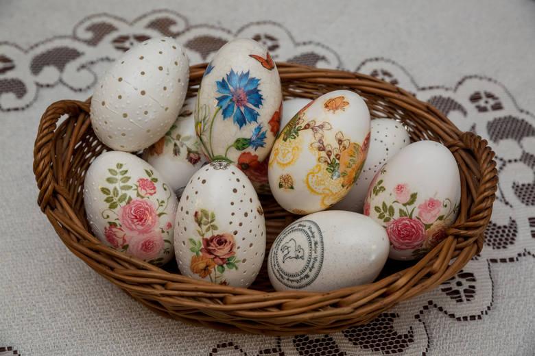 Jajka jako symbol nowego życia. To nimi dzielimy się w Wielkanoc.