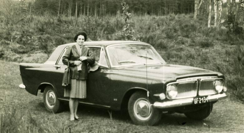 To zdjęcie wykonał inżynier Kamiński tuż po rejestracji Forda. Na błotniku widać jeszcze pręt, na którym w Szanghaju powiewała brytyjska flaga
