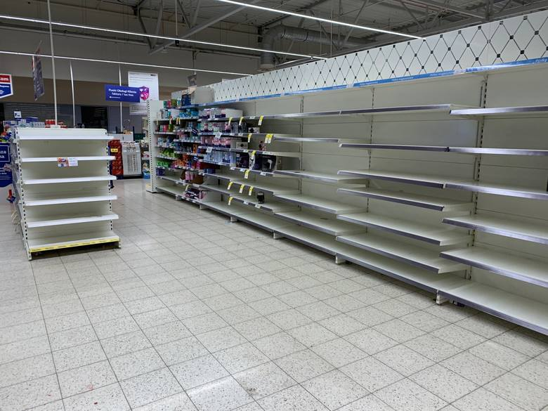 Puste półki w Tesco w Przemyślu. Zlikwidują sklep przy ul. Lwowskiej? [ZDJĘCIA INTERNAUTY]
