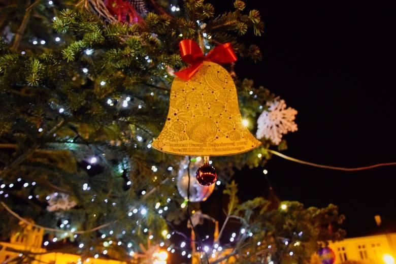 Święta Bożego Narodzenia to wyjątkowy czas, który przeżywamy razem ze swoimi najbliższymi. Choinka, kolędy, świąteczne potrawy, prezenty i wspólne chwile.