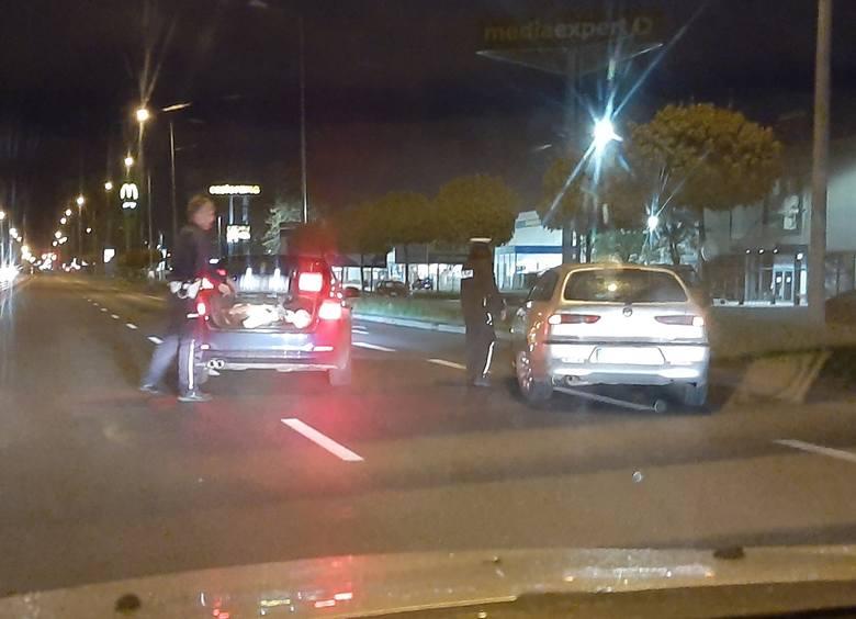 Na ul. Lwowskiej w Przemyślu wpadł pijany kierowca alfy romeo. Miał 2 promile alkoholu w organizmie [WIDEO]
