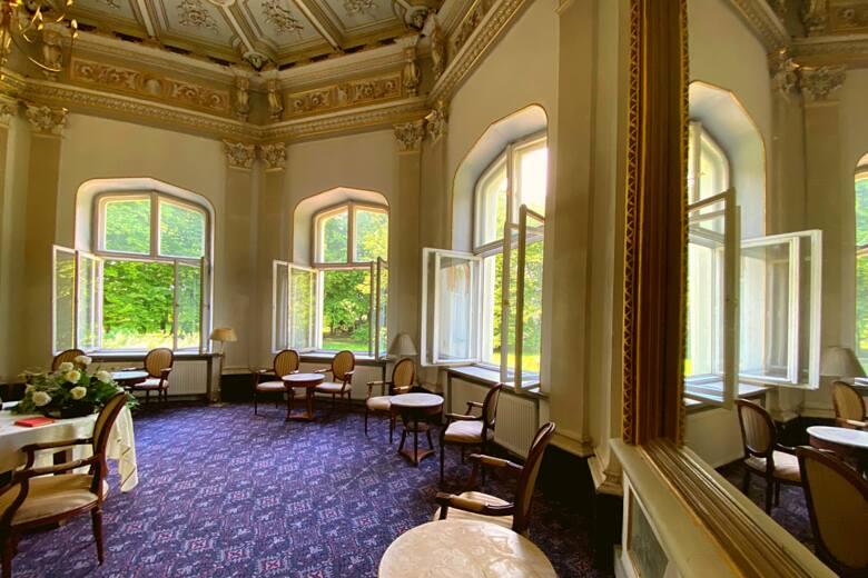 Luksusowy pałac w Małopolsce trafił na licytację komorniczą! Zobacz wnętrza i poznaj historię pałacu w Paszkówce 26.06.2021