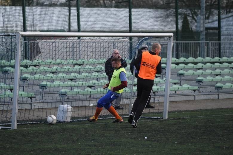 To już piłkarska tradycja od wielu lat - w pierwszy dzień nowego roku piłkarze Pomorzanina oraz ich kibice i przyjaciela spotykają się na boisku.Pomorzanin