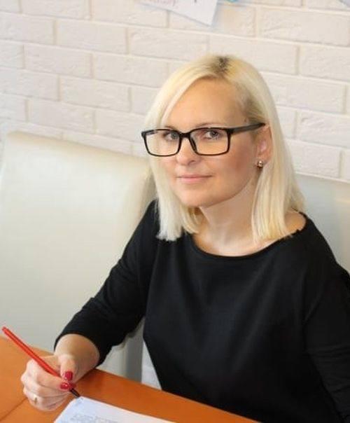"""Nauczycielka biologii z Żychlina i od 2017 roku autorka strony """"Biologia z Blondynką""""."""