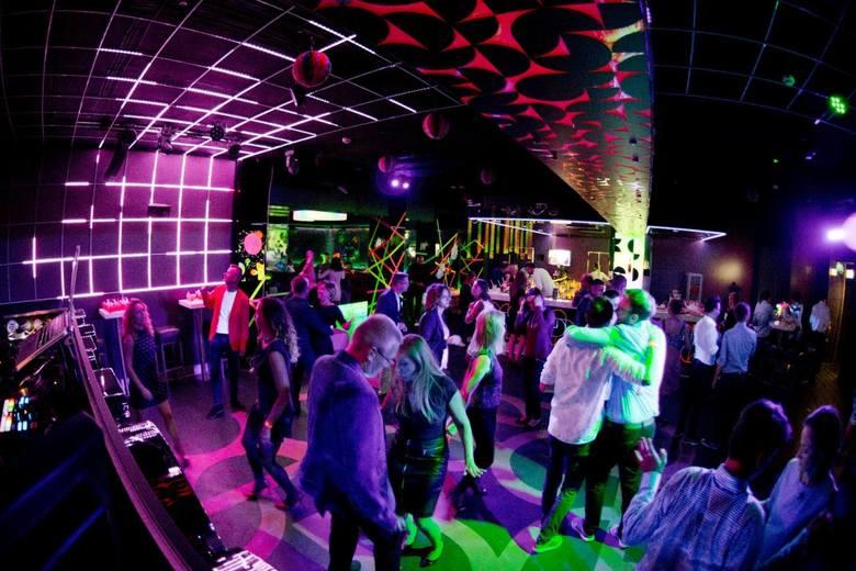 11 urodziny bydgoskiej firmy Vivid Games pracownicy wraz z osobami towarzyszącymi świętowali w klubie SODA. Impreza prowadzona była w stylu Glow Party.