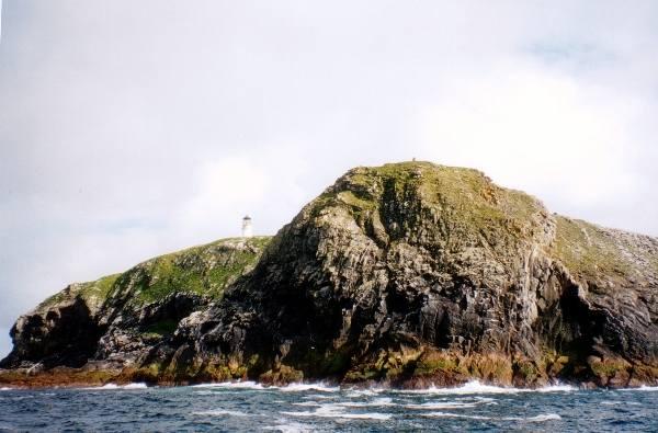 Zaginieni latarnicy z wysp FlannanaWyspy Flannana to niewielka grupa niezamieszkanych wysepek w paśmie Hebrydów Zewnętrznych Szkocji. Ich nazwa po dziś