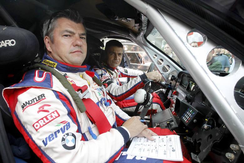 Krzysztof Hołowczyc (za kierownicą) pojedzie w Rajdzie Baja z numerem 1.