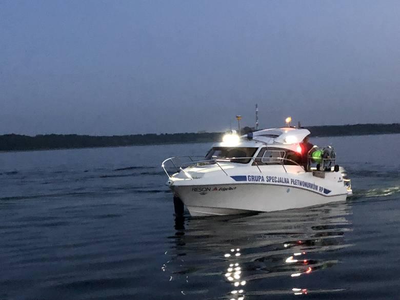 W niedzielę Grupa Specjalna Płetwonurków RP odnalazła ciało 22-latka, który ratując życie kolegi utonął w Jeziorze Tarnobrzeskim. Znajdowało się na głębokości