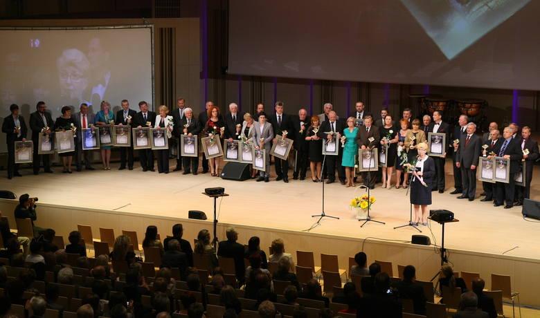Po raz pierwszy Świętokrzyskie Perły rozdano w czwartek, 28 czerwca 2012 roku.