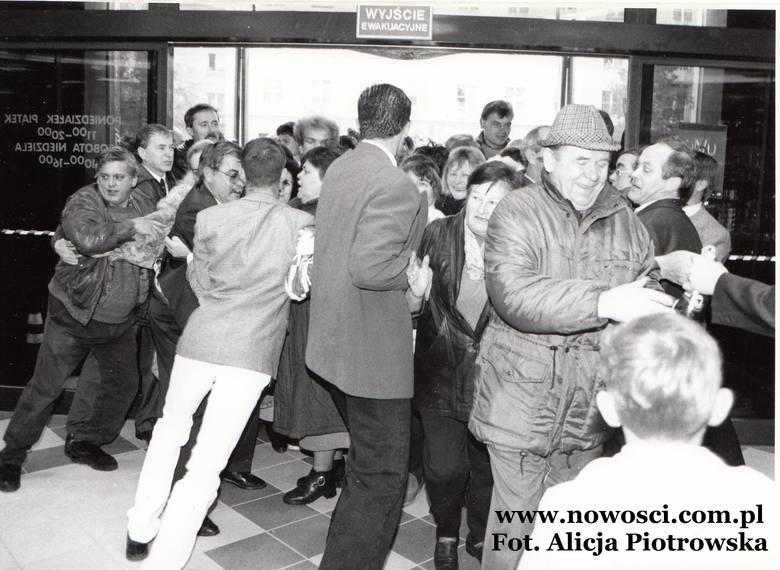 Bramy Filmaru otworzyły się przed torunianami 27 października 1996 roku. Pod największym toruńskim domem towarowym czasów przedhipermarketowych czekały