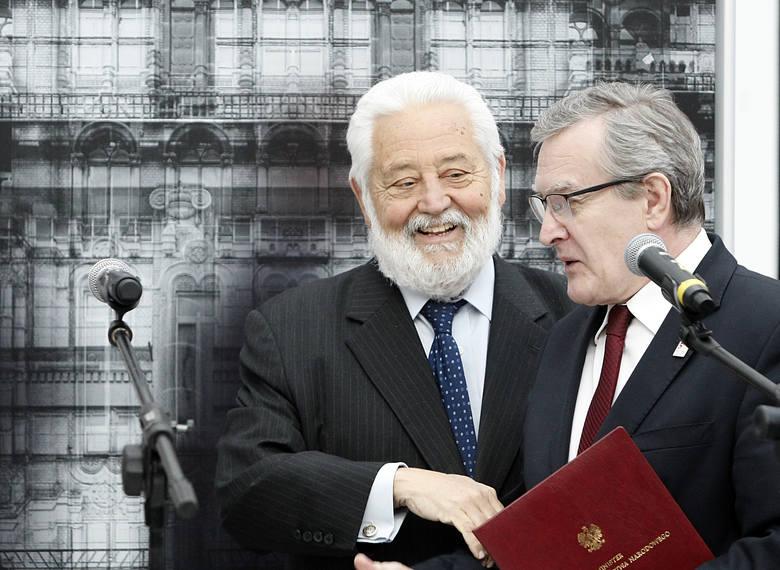 Wicepremier Piotr Gliński (z prawej) przekonuje do wystawy Expo w Łodzi Vicente Loscertalesa z BIE