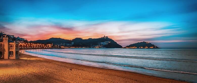 Piękna zatoka, morze piasku, ciepła woda i malownicze zachody słońca – to La Concha w Donostia - San Sebastián w Kraju Basków