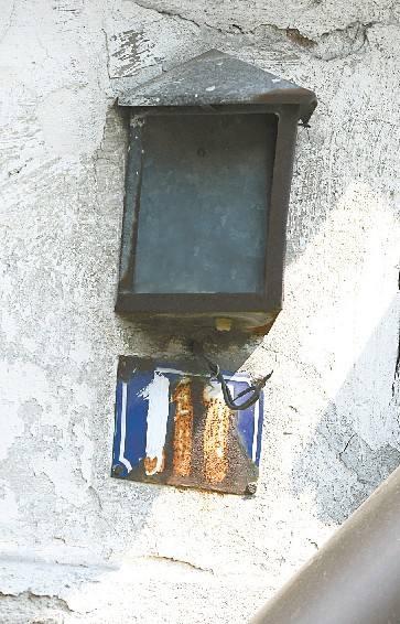 Tak źle oznaczonych domów jest w Opolu bardzo dużo. (fot. Krzysztof Świderski)