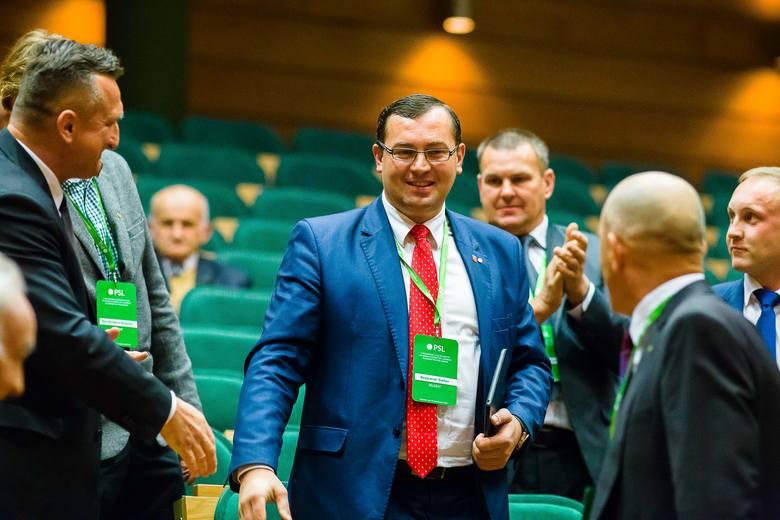 Wyniki wyborów na nowego szefa podlaskiego PSL były zaskoczeniem również dla wielu delegatów. Stefan Krajewski (po środku) pokonał faworyta - posła ludowców Mieczysława Baszkę.