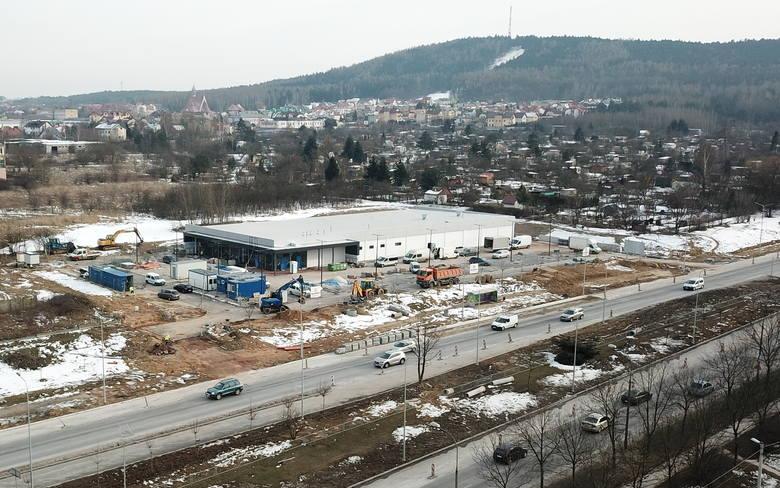 Piąty w Kielcach, a 13 w województwie świętokrzyskim sklep niemieckiej sieci dyskontowej Lidl  w ekspresowym tempie powstał we wschodniej dzielnicy Kielc,