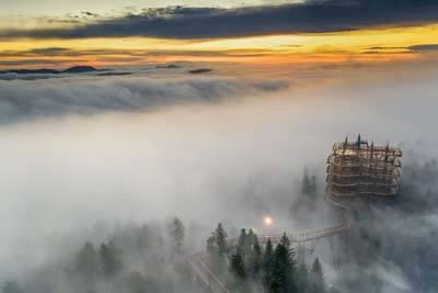 Na wieżę widokową w Słotwinach w rękawiczkach i z przyłbicą. Nowe otwarcie #ZLAPODDECH