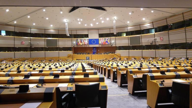 Parlament Europejski przyjął rozporządzenie wprowadzające mechanizm łączący środki unijne z praworządnością