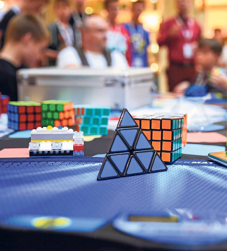 Tylko najlepsi są w stanie ułożyć kostkę Rubika w czasie krótszym niż 10 sekund