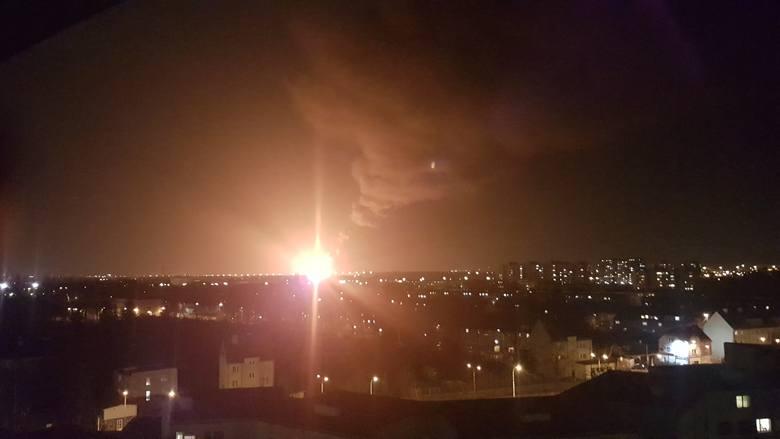 Potężny pożar nielegalnego składowiska śmieci we Wrocławiu (ZDJĘCIA I FILMY)