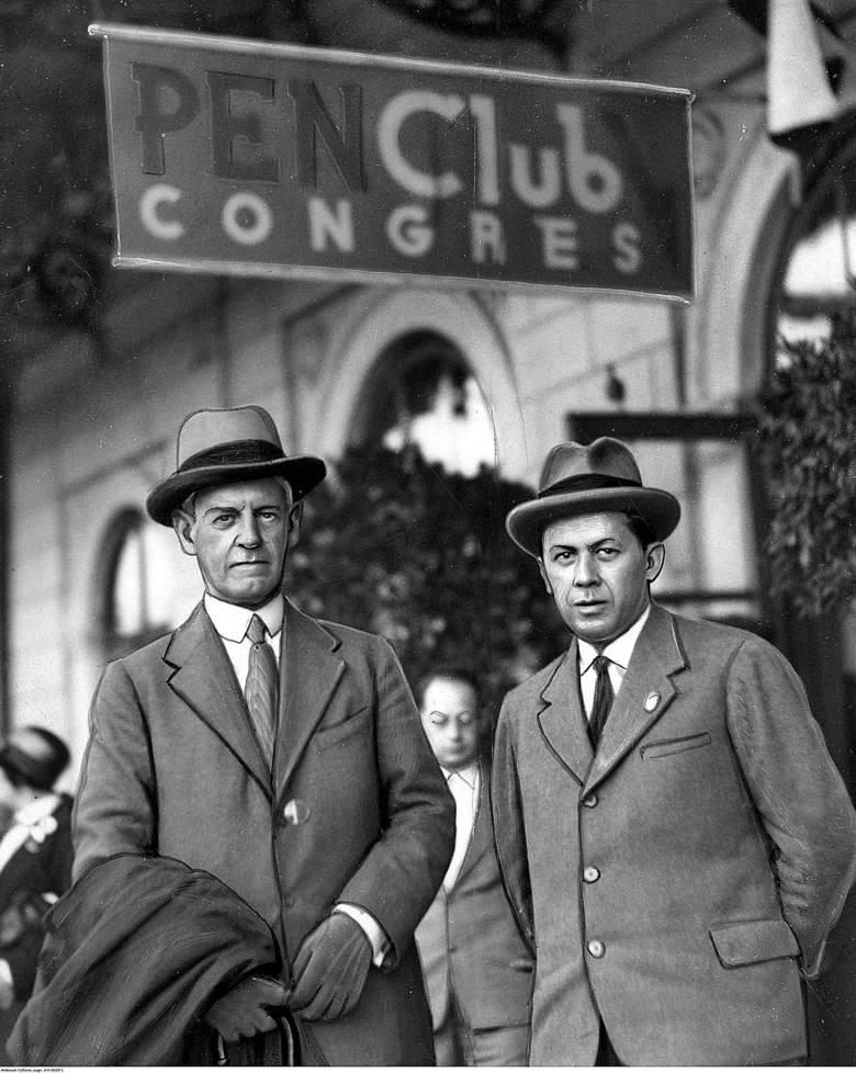 Od lewej siedzą: Ferdynand Goetel, Kazimierz Wierzyński, pułkownik Bolesław Wieniawa-Długoszowski, Mieczysławski w jednej z warszawskich cukierni (1931