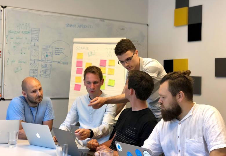 Milena Rokiczan-Kwapisz, Bartosz Kwapisz, Andrzej Grupiński, Rafał Ślósarz, Mikołaj Bujok i Filip Winiarz tworzą poznański startup take&driv