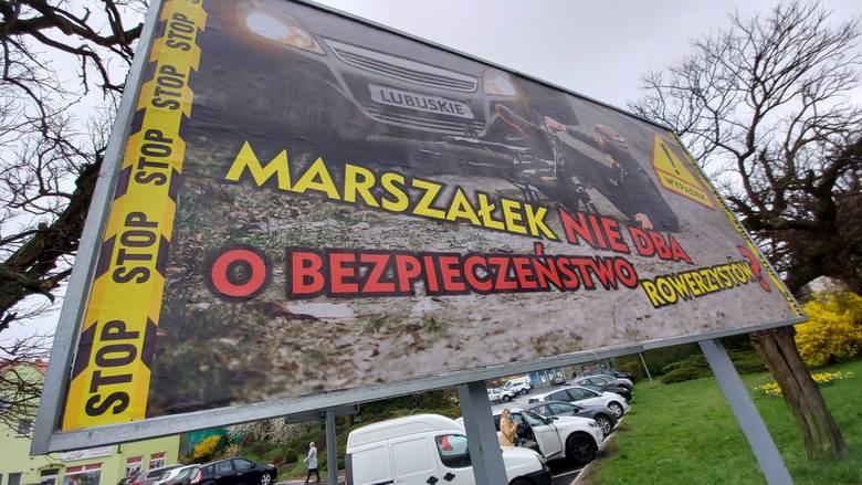 Kontrowersyjny billboard przed urzędem miasta w Zielonej Górze