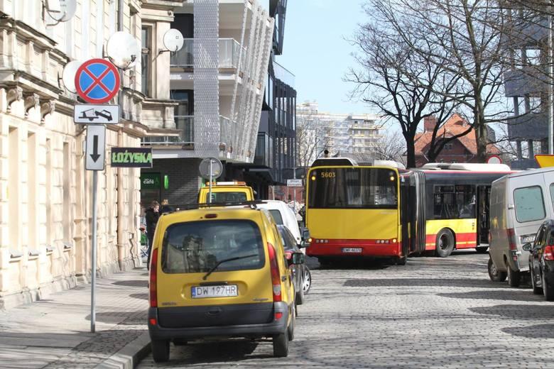 Czekasz na autobus, który codziennie się spóźnia? Masz dosyć opóźnień i codziennego tłumaczenia się przed szefem?  Wiemy, które linie autobusowe we Wrocławiu