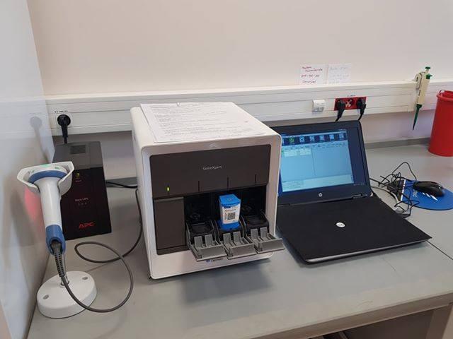 W ramach dotacji radnych Sejmiku Wojewódzkiego w wysokości 500 tys. zł za 228 tys. zł szpital kupił czterostanowiskowy Aparat GeneXpert Real Time PCR, który pozwala na szybkie diagnozowanie pacjentów. Dzięki temu czas diagnostyki został skrócony do około godziny Bez pomocy urządzenia na wyniki...
