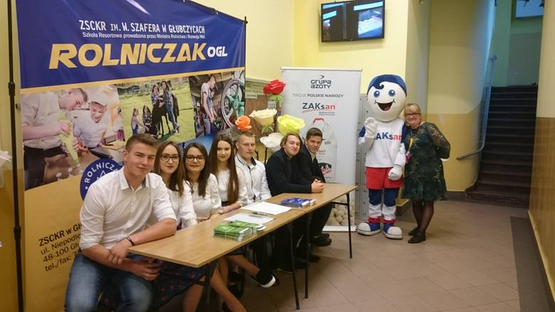 """Ponad pół tysiąca młodych ludzi przyjechało do głubczyckiego """"Rolniczaka"""" na Dzień Otwarty"""