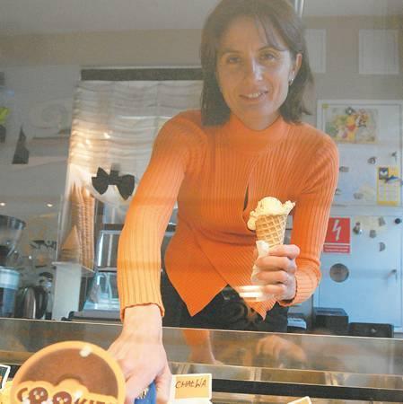 Karinę Staniek, właścicielkę kawiarni all'Angolo w Zielonej Górze pasjonują smaki i zapachy lodów. Założyli z mężem lokal, bo brakowało im takiego miejsca