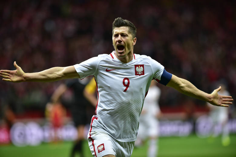 Robert Lewandowski wspina się w kolejnych rankingach. Po meczu z Bośnią i Hercegowiną przeskoczył kilku zawodników - w tym słynnego Ronaldo, Zlatana