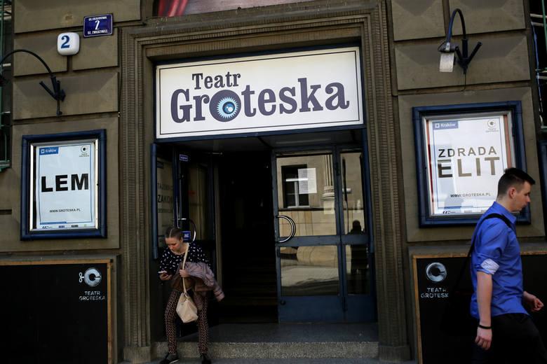 Pierwszy spektakl na deskach Groteski został wystawiony 9 czerwca 1945 roku.