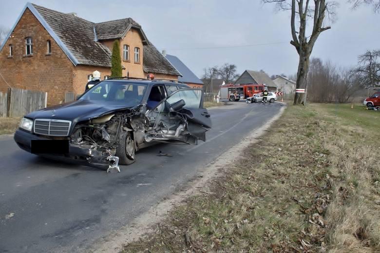 W sobotę, około godz. 12, doszło do poważnego wypadku, dwóch aut osobowych, w miejscowości Miszewo (powiat Trzebielino, gmina Bytów). Według ustaleń
