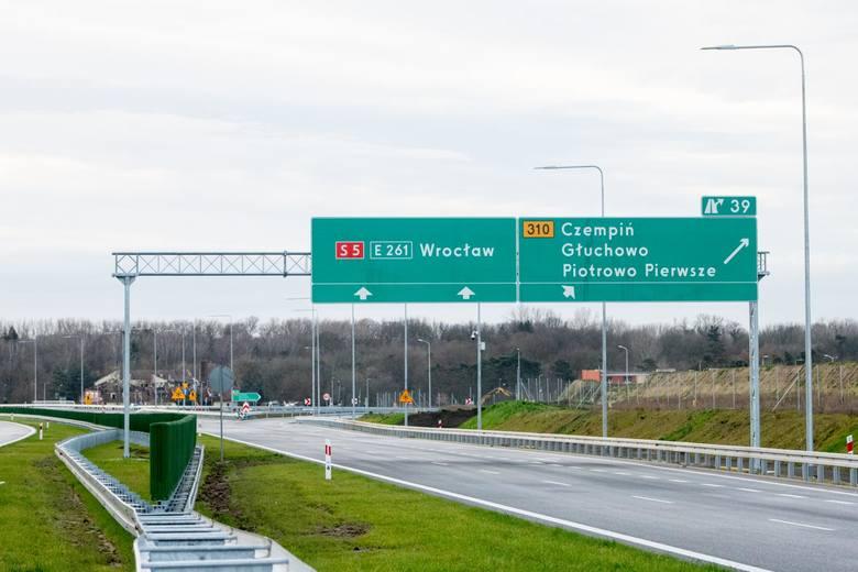 Wielkopolski odcinek S5 otwarty został w całości pod koniec 2019 r. Do dziś nie ma przy nim żadnej stacji benzynowej.