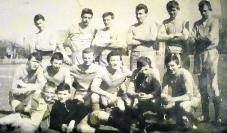 Początek lat 60. Juniorzy Motławy. Zbigniew Ruszkowski stoi pierwszy z lewej<br />