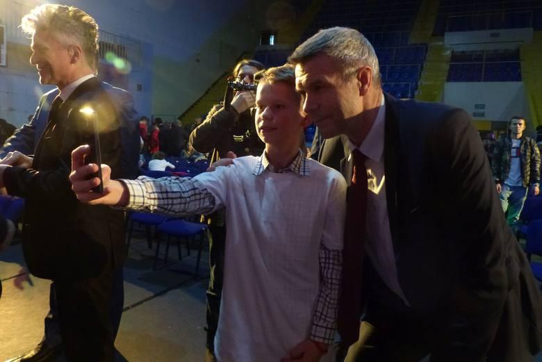 Kilkaset osób związanych ze środowiskiem sportowym Kielc uczestniczyło w XVI Wigilijnym Spotkaniu Opłatkowym Sportowców i Przyjaciół Sportu. Odbyło się