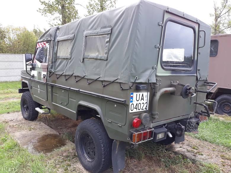 Samochód ciężarowo-osobowy wysokiej mobilności TARPAN 4012Rok produkcji: 1993Cena: 5 tys. zł.Samochód ciężarowo-osobowy wysokiej mobilności TARPAN 4012Rok