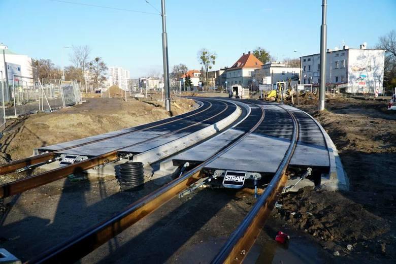 Prace na budowie tramwaju na Naramowice nie zwalniają i już można podziwiać pierwsze gotowe odcinki torowiska.Zobacz więcej --->