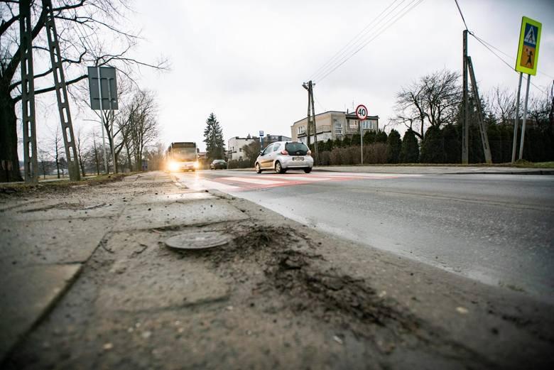 Kraków. To jedna z najbardziej dziurawych dróg w Krakowie. Ulica Klasztorna w końcu doczeka się remontu