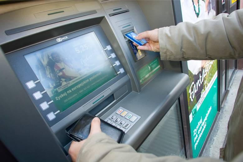 Dwa duże banki - Alior Bank i BNP Paribas - znów ostrzegają przed oszustwami, w wyniku których klienci mogą stracić swoje dane a przede wszystkim pieniądze.