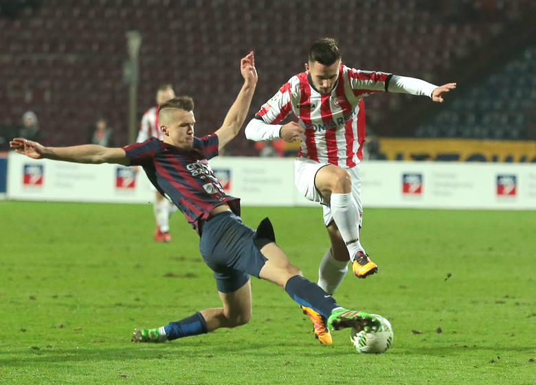 Sebastian Rudol pokazał w meczu z Cracovią, że radzi sobie także na środku obrony.